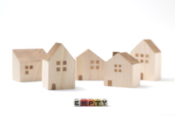 空き家のイメージの住宅模型